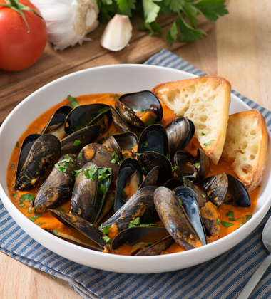 Roasted Red Pepper Steamed Mussels