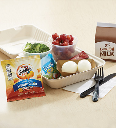EGG-CELENT LUNCH BISTRO BOX WITH GOLDFISH MADE WITH WHOLE GRAIN CHEDDAR
