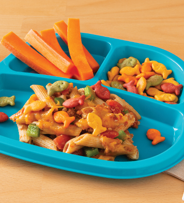 MEXICAN-INSPIRED PASTA CASSEROLE WITH GOLDFISH® COLORS CHEDDAR CRACKERS