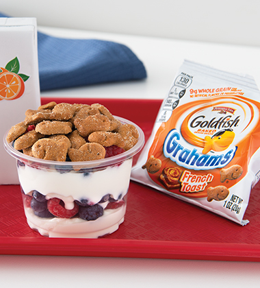 SMILING YOGURT PARFAIT WITH FRESH BERRIES AND GOLDFISH® GRAHAMS