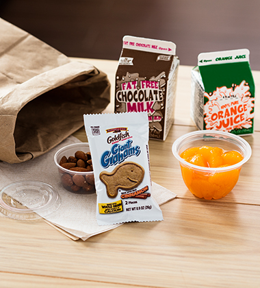 GOLDFISH® GIANT GRAHAMS BAKED WITH WHOLE GRAIN CINNAMON BREAKFAST COMBO
