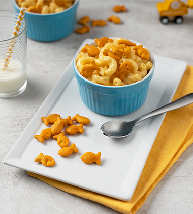 CHEESY MAC TOPPED WITH GOLDFISH® CHEDDAR CRACKERS