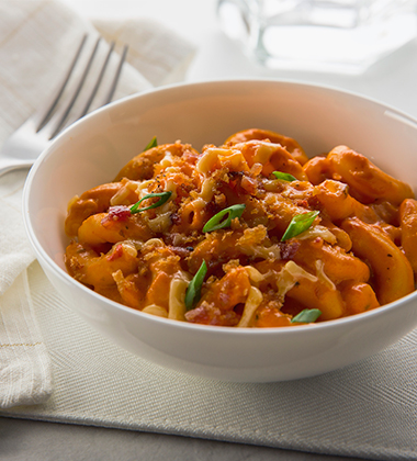 ROASTED RED PEPPER & SMOKED GOUDA MAC AND CHEESE