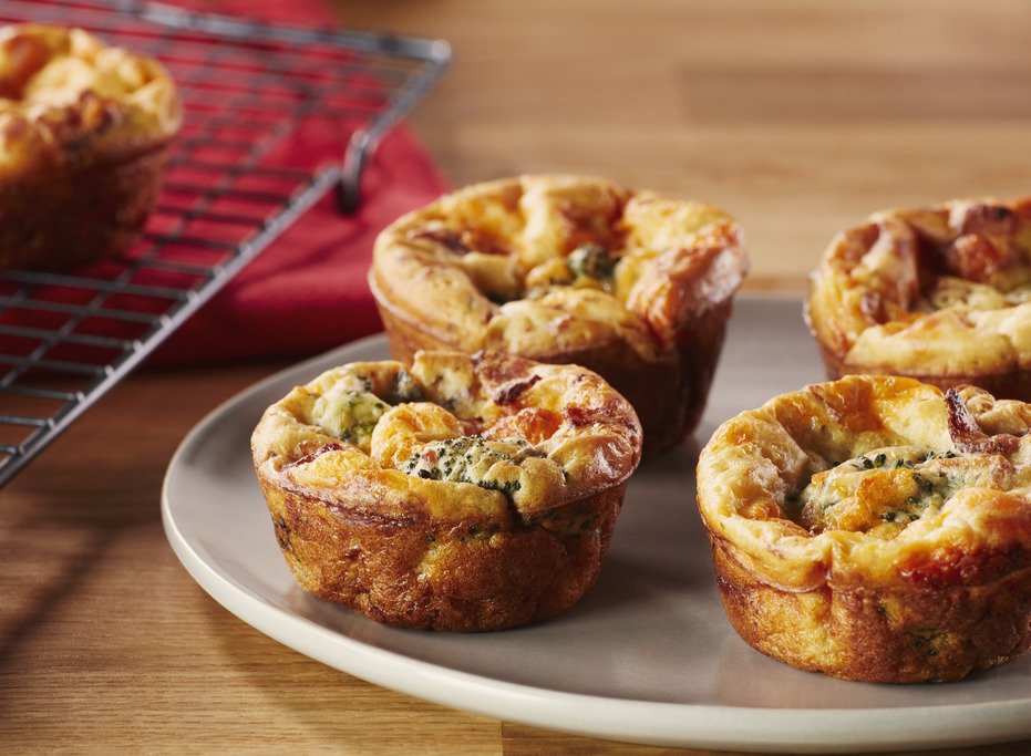 Mini-quiches au cheddar, au brocoli et au bacon