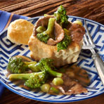 Beef & Broccoli Stir-Fry in Pastry Cups