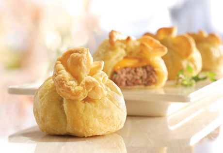 Mini-Cheeseburger Pastry Bundles