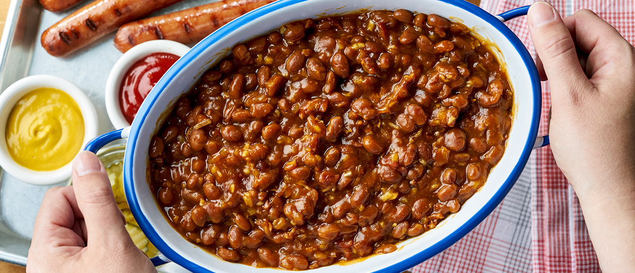 How long does it take to cook baked beans in the oven