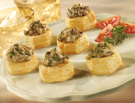 Wild mushroom cups puff pastry for Canape cup fillings