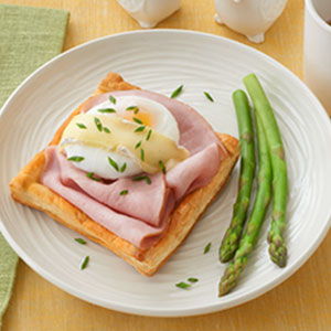 Poached Eggs and Ham on Puff Pastry