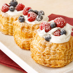 Red White Amp Blueberry Cr 232 Me Fraiche Puffs Puff Pastry